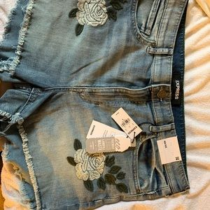 NWT Express High Rose Shorts size 14 with flowers